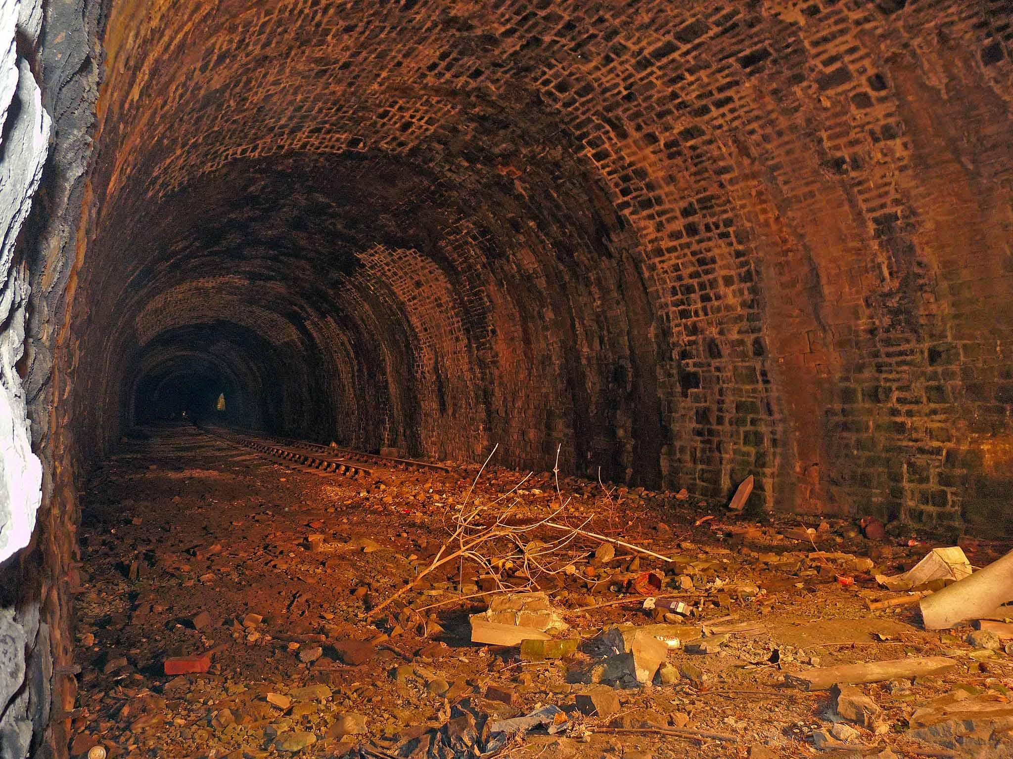 hayfield 05 - A mystery DMU tunnel!